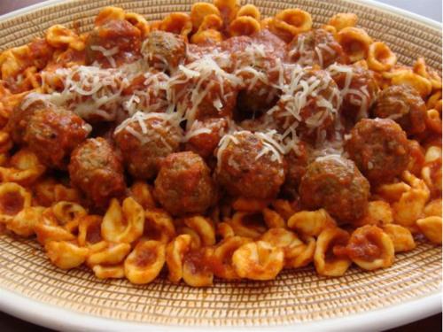 frikadelle op pasta