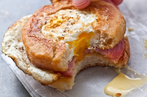 30449_RecipeImage_620x413_eggs_benedict_sandwiches_2