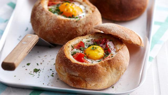 baked-bean-bacon-egg-rolls