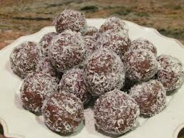 Fudge bolletjies gerol in klapper