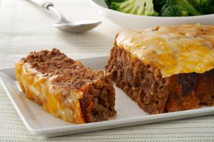 Kaas en soutkoekie maalvleisbroodjie 500 gr beesmaalvleis 10 saltine Crackers (fyn gemaak - 1/2 koppie) (Tuc, salticrack of enige soutkoekie is reg) 2 eetlepels Dijon-mosterd ¼ koppie Ketchup (tamatiesous) ¾ koppie gerasperde cheddarkaas Verhit oond tot 180 C Meng vleis, cracker krummels en mosterd tot goed gemeng; Pers in 8x4-duim-broodpan. (klein broodpannetjie) Bak 40 min. Smeer met tamatiesous. Strooi kaas oor en bak vir 'n verdere 5 minute. Deur: myfridgefood