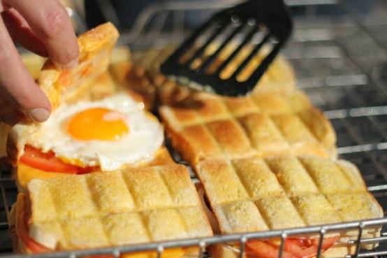 Breakfast braai broodjies